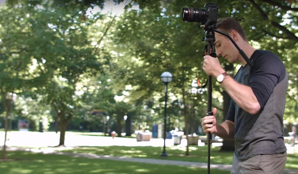 Фотограф с моноподом