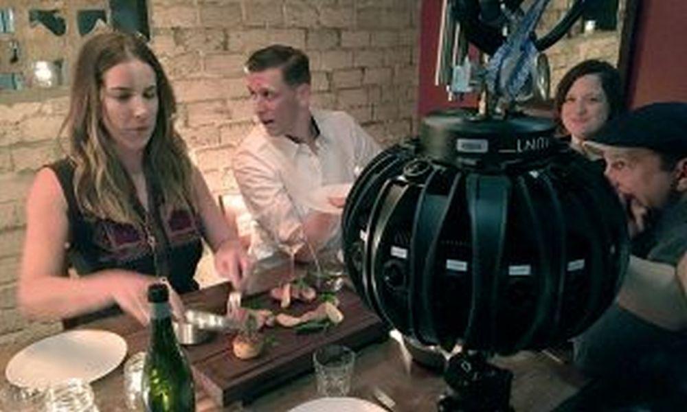 Съемка сцены в баре камерой 360 градусов.