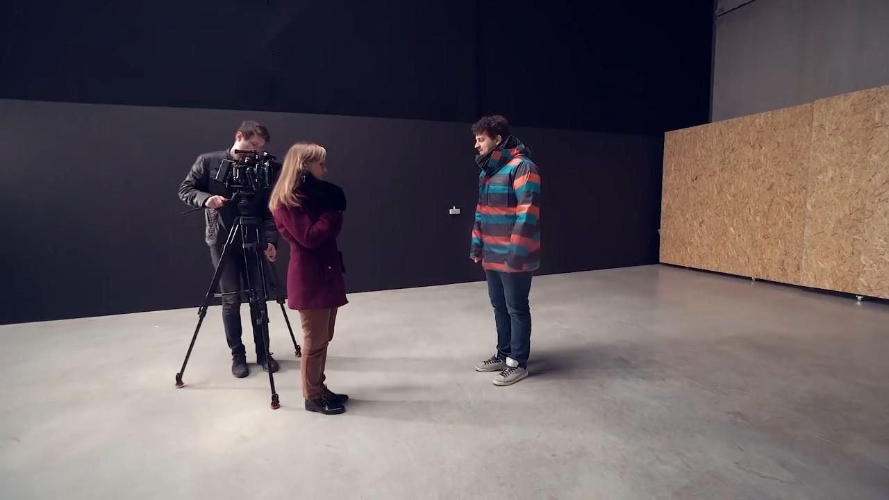Расположение видео камеры во время съемки двух человек