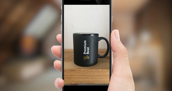 Создание эффекта - телефон в руке.
