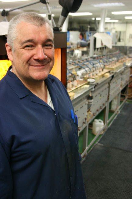 Работник завода - Крис Нортон