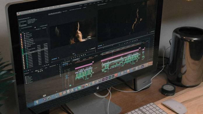 Как ускорить или сделать видео обратным с помощью Adobe Premiere.