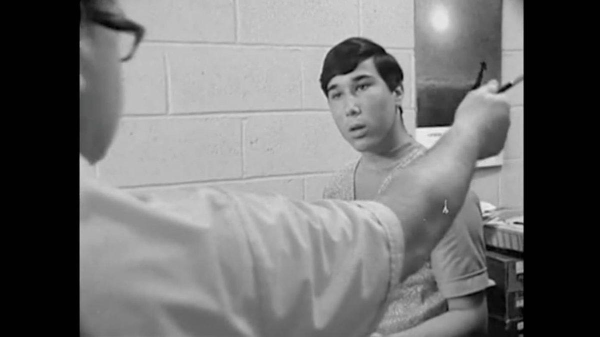 В документальном фильме Фредерика Уайзмана «Высшая школа», выпущенном в 1968 году, киносъемка в стиле наблюдения «на лету» предлагает откровенный взгляд в общеобразовательной школе Филадельфии.