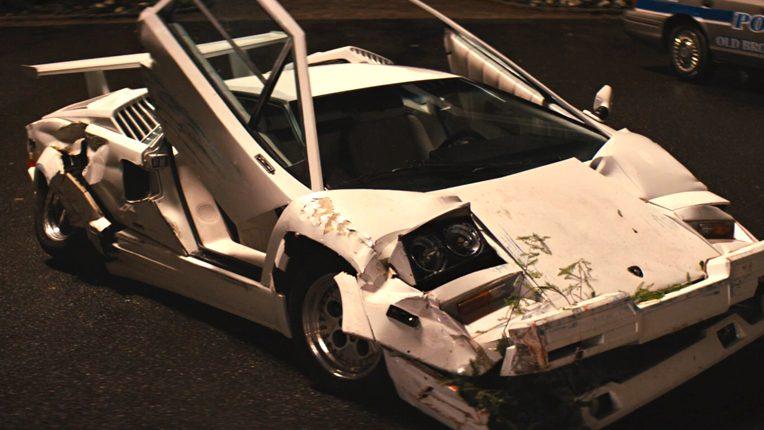 Кадр из фильма «Волк с Уолл-стрит» - разбитая машина